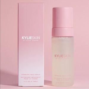 KylieSkin - Foaming Face Wash